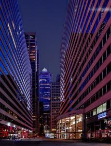 117 elina veyberman modern architecture at night