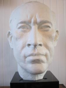057 alexandra martin sculpture tom