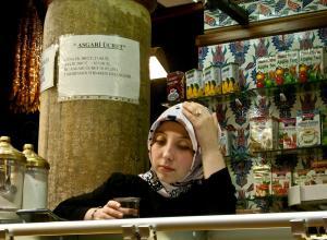 045 estelle knize girl with headscarf