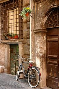 118 igor maloratsky Bicycle by The Door Rome Italy